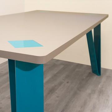 Highlander table