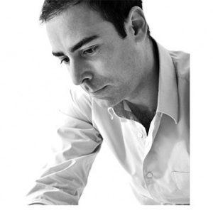 Portrait noir et blanc de Benjamin Faure designer pour le point d