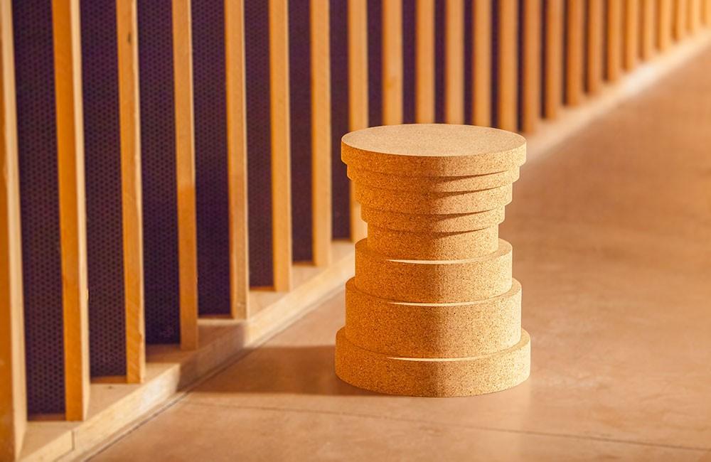 Design en strates tel un objet sculpté sur un tour à bois